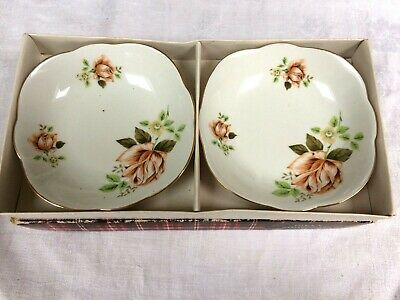 Beautiful Pair of Vintage Butter/bonbon/Pin Dishes in box