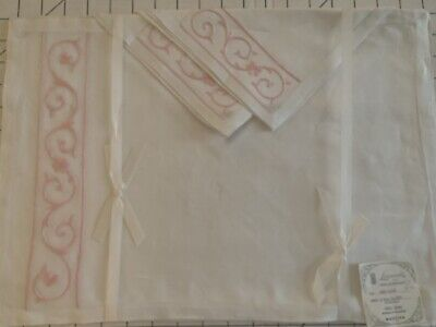 Vintage NEW Leacock Madeira PINK embroidered WHITE linen 4 Mats & 4 Napkins