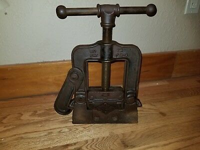 """LQQK Vintage Reed MFG Co Erie PA No 72 Pipe Clamp Vise 3"""" Base 2.5"""" Jaw"""