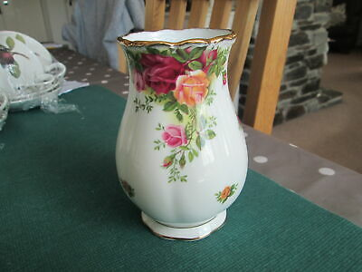 "ROYAL ALBERT OLD COUNTRY ROSES VASE 5"" HIGH 1st QUALITY ENGLAND"