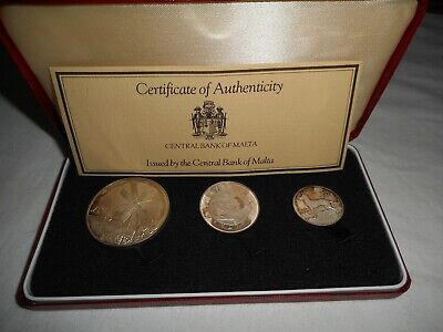 1977 Malta Silver 3 Coin set toning cased with certs lot 17