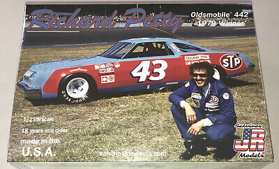 Richard Petty #43 Oldsmobile 442 Stock Car 1:25 model racecar kit new
