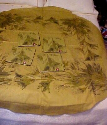 Vintage Printed Vera Tablecloth and 4 Napkins w/ Straw Flowers