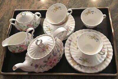 Royal Doulton Arcadia Tea/Luncheon Set (17 Pieces)