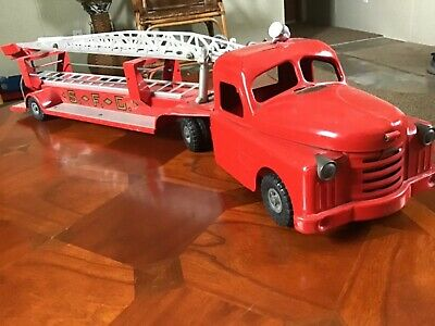 Vintage 1950'S Structo Pressed Steel Fire Truck With Ladders