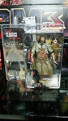 The texas chainsaw massacre The Beginning NECA Leatherface Figure Cult Classics