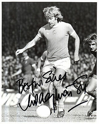 RODNEY MARSH IN MANCHESTER CITY STRIP HAND SIGNED PHOTOGRAPH 10 x 8