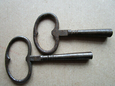 2 CLOCK WINDING KEYS SIZE No. 8 and 10, both in goos order. steel.