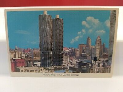 Vintage Postcard  Marina City Twin Towers, Chicago   Lot(621-7)
