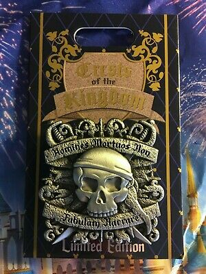 PIRATES OF THE CARIBBEAN Disney Crests of the Kingdom 2019 Pin Hinged LE2000