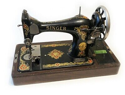 Singer Desk Top Sewing Machine (G0521611) with Wood Case and Key
