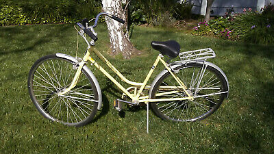 "e70caacfe23 Vintage 1974 Schwinn Breeze - Kool Lemon 3 Speed 26"" Womans Bicycle"