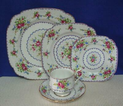 PETIT POINT Royal Albert 5 PIECE PLACE SETTING (s) Bone China, England EUC