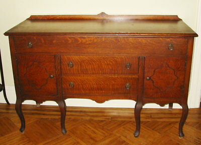 ANTIQUE VINTAGE QUEEN ANNE BUFFET SIDEBOARD. Pickup only Long Island NY