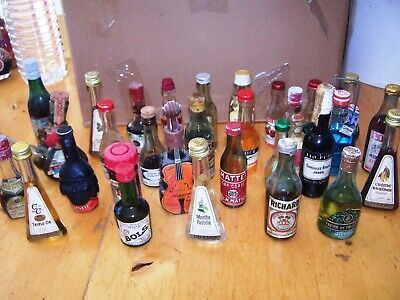 Lot 30 bouteilles mignonnettes alcool miniature mini bottle sample small bottle