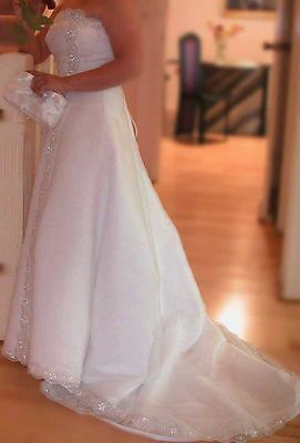 Wedding Gown Dress White (size 8-12, highly adjustable) Wrinkle Resist