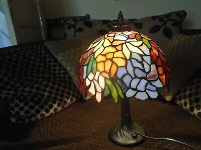 Stunning large vintage Tiffany style table lamp  NICE STYLISH LAMP  take a look