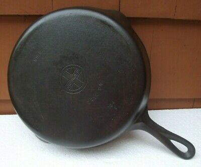 Vintage Griswold Number 8 Cast Iron Small Logo Skillet 704F Erie Pa Double Pour