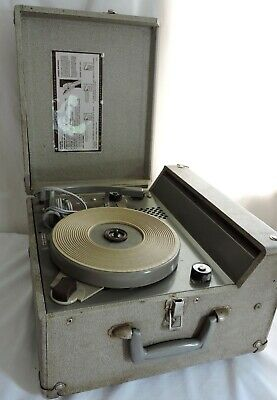 Vintage Newcomb Audio 4 speed Portable Record Player Model AV-7 1960s Tested