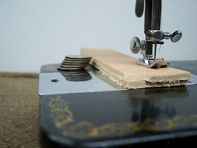 """SINGER INDUSTRIAL STRENGTH HEAVY DUTY SEWING MACHINE 16oz Leather 3/8"""" Lift"""
