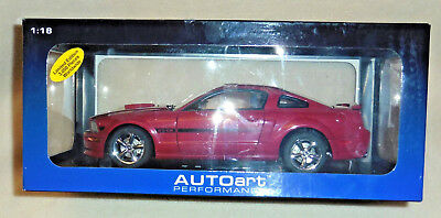AUTOart #73112 Ford Mustang GT 2007; FIRE RED. 1/18, OVP (mb)