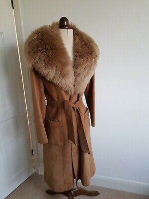 Stunning vintage 1970's leather tan/camel coat with large fur collar