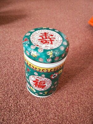 beautiful porcelain Chinese completed pot with cover