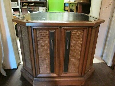 VINTAGE MAGNAVOX CONSOLE Stereo Am/Fm Radiao Record Player - $275 00