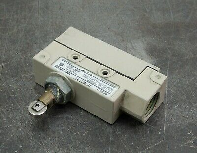 Omron ZE-Q22-2S Limit Switch Safety Sensor Roller Lever Circuit Switch