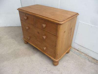 A Beautifully Waxed Victorian Antique/Old Pine 4 Drawer Rounded Chest of Drawers