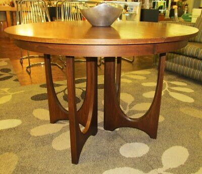 Broyhill Brasilia Pedestal Table -  a real classic !