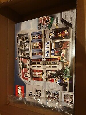 Lego Creator Pet Shop 10218 Modular Retired. Perfect condition and sealed