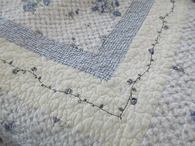 """Blue Gingham Bed Spread Full 95"""" X 105""""  Machine Quilted Floral Embroidery Nice!"""