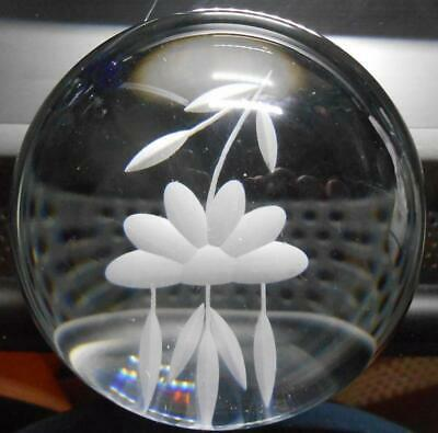 Princess House Lead Crystal Heritage Glass Paperweight Etched Daisy Flower