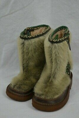 VINTAGE 1970s KARUSSELL child's kids fur boots EUsize 22 fur Austrian made