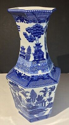 Antique Chinese Blue Willow Six Side Hu Form Blue White Porcelain Vase