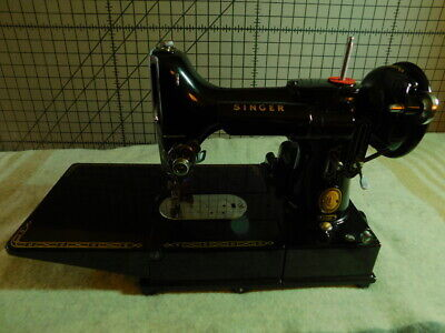 Singer Featherweight 222K sewing machine- very nice, clean- case and accessories