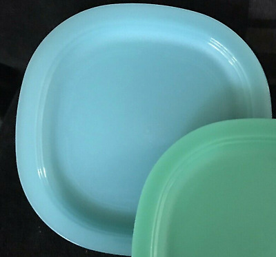 Tupperware Impressions Microwave Safe Luncheon Plates 4 pc Set Blueberry Blue