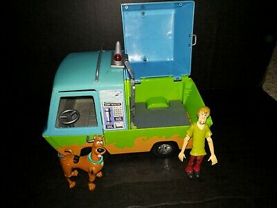 Scooby Doo Mystery Machine And Action Figures