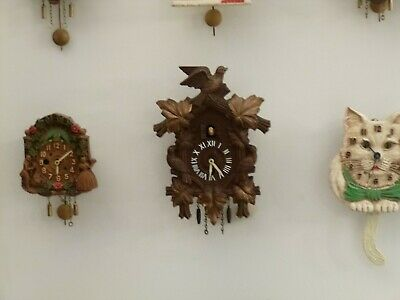Lux Cuckoo Clock Keebler With White Bobbing Bird Runs Great, Keeps Perfect Time!