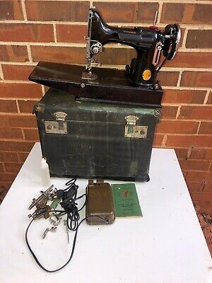 Vintage SINGER Featherweight 221-1 Sewing Machine 1940, Working With Accesories