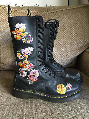 DR MARTENS VONDA II Core Applique black softy T Black Boots women's (US size 7)