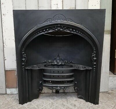 A DECORATIVE ANTIQUE EARLY VICTORIAN CAST IRON HOB GRATE FIRE INSERT ref FI0037