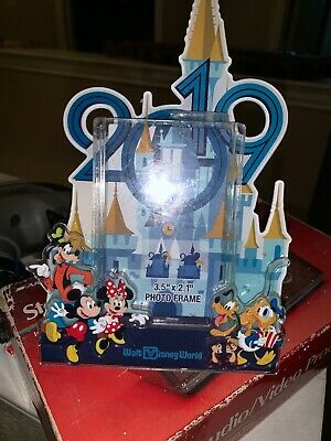 Disney Parks 2019 WDW Mickey and Friends Photo Frame Magnet New