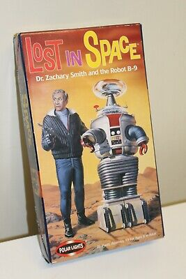 Polar Lights LOST IN SPACE Dr. Zachary Smith and the Robot B-9sealed model kit