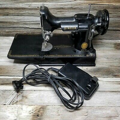 Vintage Singer Featherweight 221 Sewing Machine AM685112 With Power cord peddle