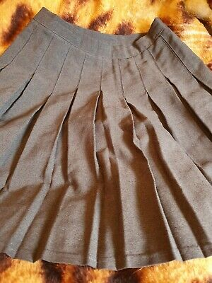 Lovely Girls grey School skirt approx Age 9-10 Years