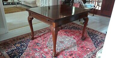 Beautiful Victorian mahogany extending dining table