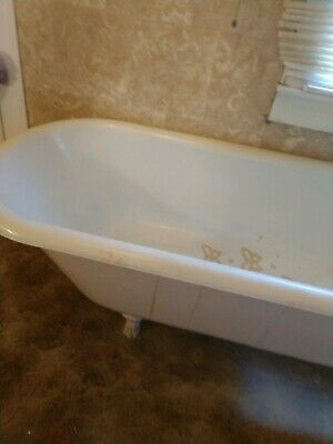 Antique Claw Foot Bath Tub Cast Iron with Clawfoot Design. Large!