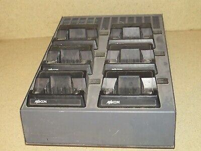 ^^ M/A-Com Universal Rapid Multi Charger Base Bml161 79/20 6 Bays (Ma1)